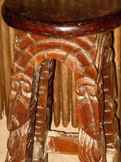 Tabouret sculpté
